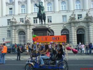 Wagerl vor dem Radetzky Denkmal
